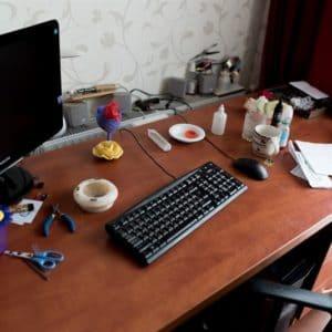 грязный рабочий стол